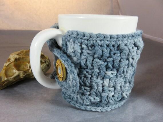 Image du produit Couvre tasse crochet main housse tasse en laine et coton avec bouton en bois Cozy mug couleur bleu