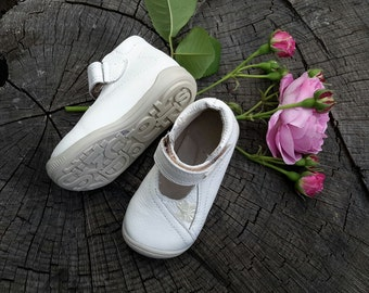 White natural leather shoes for kids