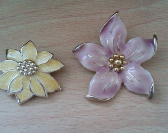 2 vintage enamelled flower brooches
