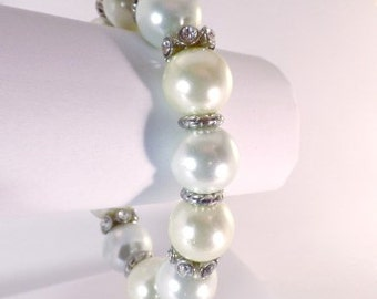 Two-tone pearl vintage bracelet with silver colored spacer beads with rhinestones, stretchy band, costume jewelry, faux pearl plastic beads