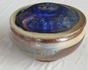 Lidded Bowl with Cobalt Decoration