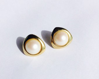 Vintage Costume Triangle Pearl Earrings - Clip On