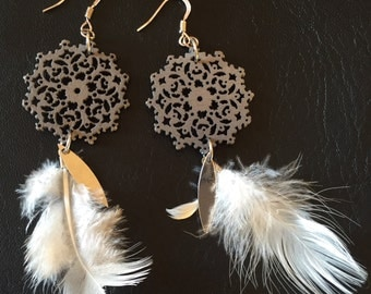 Earrings prints wood charcoal and beige feathers