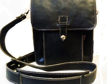 A LEATHER MESSENGER BAG