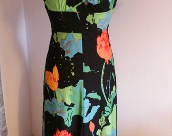 1970s maxi dress. Zip up back. Label is size 38 so would fit 6-8.