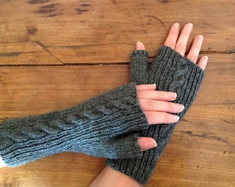 Mittens dark grey mottled with cable