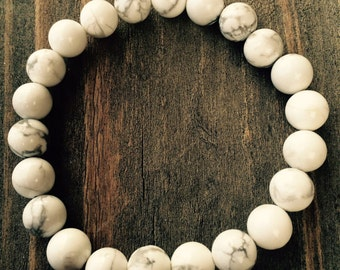 Hand made howlite bracelet 8mm