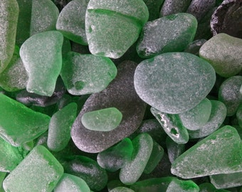 Beach glass (sea glass) mixed sizes, shapes and quality. Green, olive, emerald. Approx. 20 grams. Craft, jewellery, decor supplies.