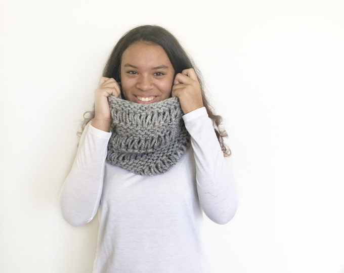 Chunky Knit Cowl infinity Scarf//in Grey Marble