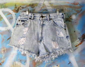 Vintage USA Made Lee Cut Offs / Denim Shorts / Acid Wash / Distressed / Worn / Ripped / Torn / Daisy Dukes / Women's Size 10 Petite / Punk
