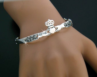 Claddagh Bangle Bracelet, Irish Claddaugh bracelet, Celtic bangle (#JPEW5571)