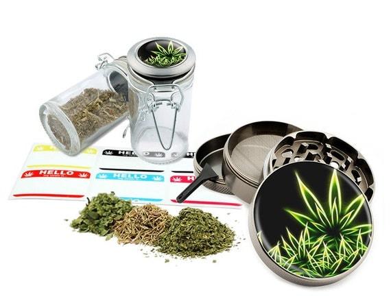 """Leaf Design - 2.5"""" Zinc Alloy Grinder & 75ml Locking Top Glass Jar Combo Gift Set Item # G022115-009"""