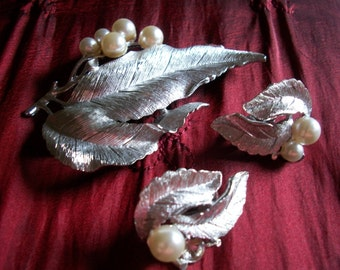 Sarah Coventry Brooch & Clip On Earrings