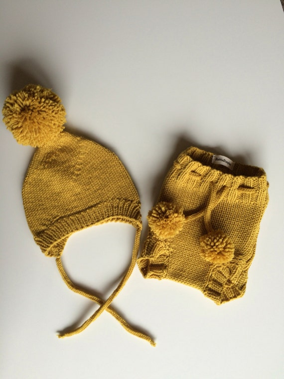 Hand knit diaper cover and hat set,Mustard yellow,Pompom Hat,Bottoms,Bloomers,Italian wool,Stretchy,Ties,Newborn,Easy care,6-9 M