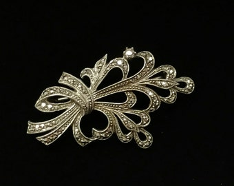 Vintage Silver Marcasite Swirl Pin / Brooch in European Marked 835 Silver