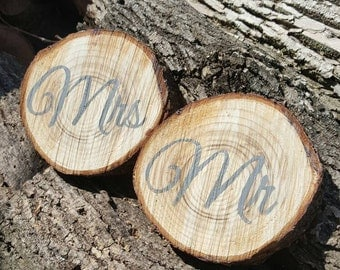 Mr and Mrs Wedding Wood Slice Signs, Wedding decor, Wedding Signs, Sweetheart Table Signs, Wedding Photo Props, Bride and Groom Signs,