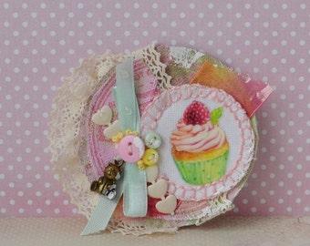 "Fabric brooch ""just a cupcake"""