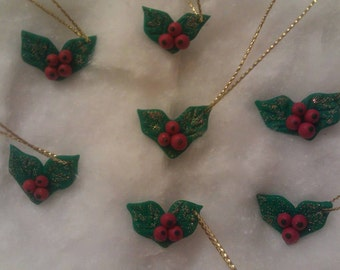 SALE! Pack of 7 Traditional 'Luxury' Holly Leaf and Berries Christmas Tree Decorations