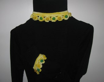yellow daisy necklace and bracelet