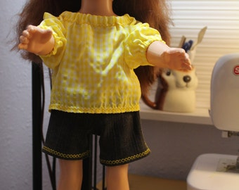 Yellow peasant blouse with jean shorts