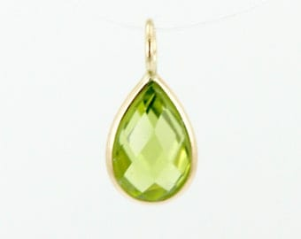 Pear Shaped Checkerboard Peridot Charm Set In 14K Yellow Gold
