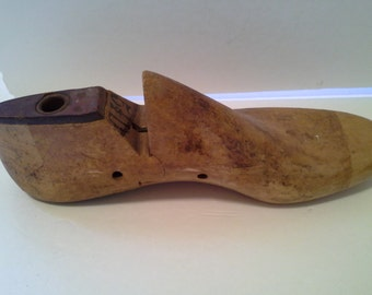 Wooden shoe form