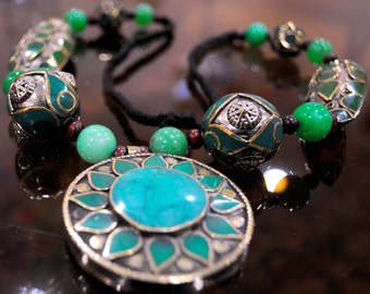 Ethnic Statement Necklace Green with Sun Design NLG02