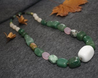 Necklace semiprecious stone