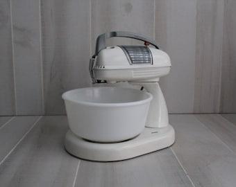 Dormeyer 1950s Mixwell 5100 White Mixer w/Gray Handle /Vintage Mixer / Dormeyer
