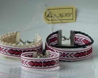 Latviska aproce rokasspradze Laimas slotiņa, Latvian bracelet, good luck symbol