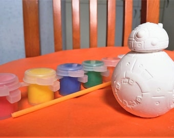 Star Wars party favors, BB-8 party favors.DIY  with paint and brush, packaged in gift bags. Ready to hand out. Birthday, class,school