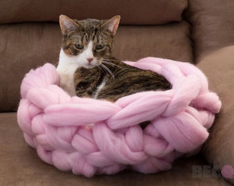 Cat Bed, FREE Shipping, Pet bed, Pet cave, Pet Bedding, Chunky Cat bed, Merino Wol Cat cave, Wool Pet bed, Chunky yarn