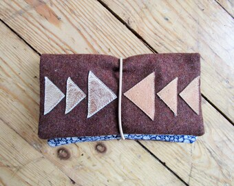 Geometric applications of leather tobacco pouch. Zipper pocket. Compartments. Rubber band to the close.