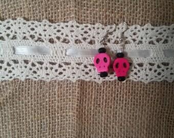 Fuscia pink skull dop earrings