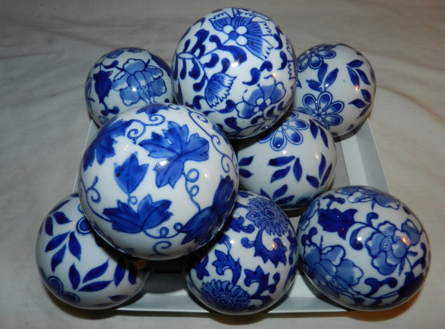 Lot of cobalt blue and white decorative carpet balls for
