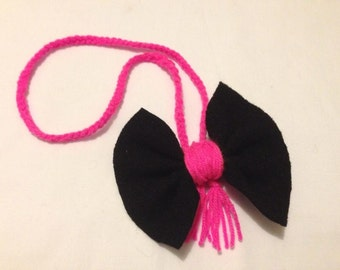 Wool Rose necklace with its node in black boiled wool