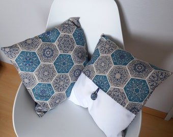 Cushion cover with geometric and floral motifs in blue, white and grey taupe