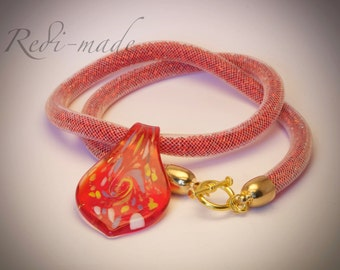 Necklace - Stardust mesh with red seed beads and a lampwork pendant (#259549)