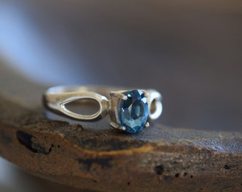 Light Blue Gemstone Solitaire Vintage Band Silver 925 Ring, US Size 9.0, Used