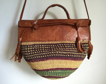 Vtg 70s woven straw and leather african market bag beach bag purse tote