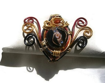 Bracelet made in red, black and gold aluminum wire, beads