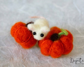 Needle felted Mouse with Pumpkins