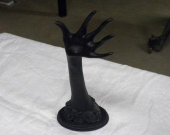 Feminine hand sculpture