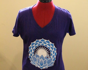 V-Neck Bamboo Organic Cotton with Lotus Flower
