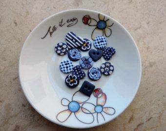 14 darkt blue buttons, ideal for craft works such as scrapbooking