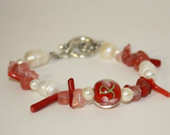 Pink, red and white bracelet with coral, quartz and freshwater pearl