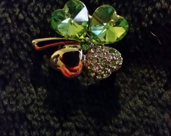 Green four leaf clover brooche