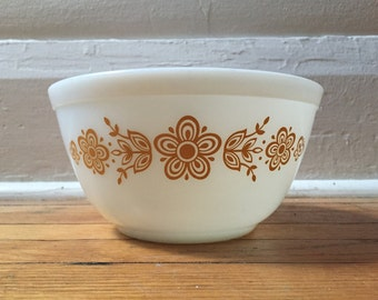 Vintage Pyrex Butterfly Gold bowl