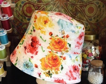 Reversible rose bucket hat size M