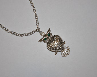 Green eyes owl necklace with pendant